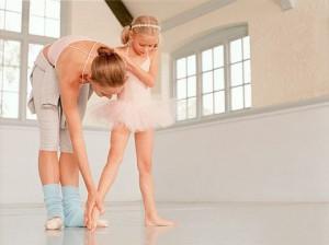 bambina e maestra